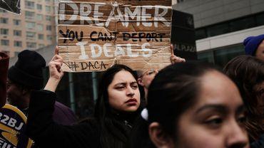 La suppression du Daca pourrait entraîner l'expulsion de centaines de milliers de personnes ayant grandi aux Etats-Unis après être entrés enfants clandestinement sur le territoire américain avec leurs parents, parfois il y a plusieurs décennies.