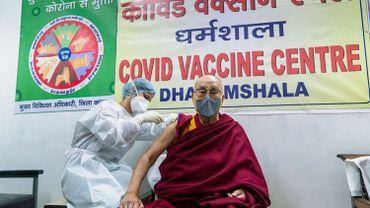 Coronavirus - Le Dalaï Lama se fait vacciner contre le Covid-19