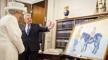 La reine Elizabeth a-t-elle apprécié ce tableau coloré? That is the question.