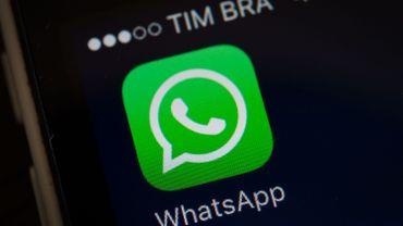 De plus en plus de personnes envoient leur vœux de Noël via WhatsApp, Facebook et Twitter plutôt que par SMS.
