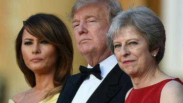 Mélania et Donald Trump en compagnie de Theresa May, le 12 juillet 2018  à Blenheim près d'Oxford