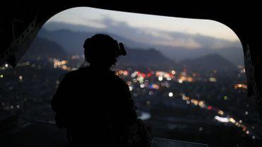 Un soldat américain dans un hélicoptère au-dessus de Kaboul le 24 avril 2017 (illustration).
