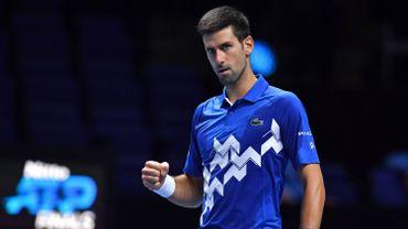 Le numéro un mondial Novak Djokovic s'est qualifé pour les demi-finales du Masters à Londres, vendredi, en dominant l'Allemand Alexander Zverev (GER/N.7) 6-3, 7-6 (4) et peut encore rêver à un sixième titre record.