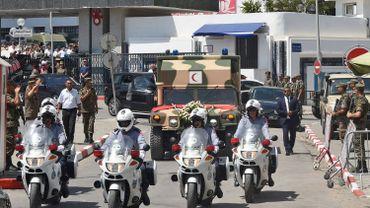 La dépouille du président algérien quitte l'hôpital militaire de Tunis pour le Palais présidentiel de Carthage
