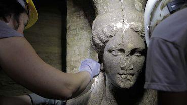 L'une des deux caryatides trouvées sur le site d'Amphipolis