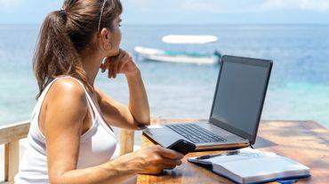 """Ne pas se connecter pendant les vacances entraîne """"un sentiment de culpabilité pour 27% des actifs en emploi"""", d'après l'étude."""