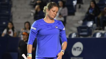 Les abdominaux de Kim Clijsters continuent de la tracasser. Elle a été laissée au repos au World Team Tennis