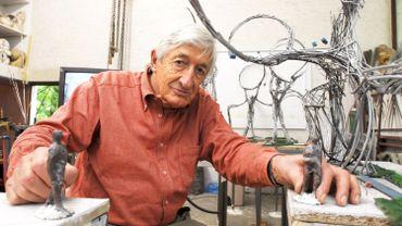 Olivier Strebelle, dans son atelier d'Uccle, préparant une sculpture pour les Jeux olympiques de Pékin en 2008.