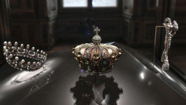 Les diamants de la couronne trônent en majesté au Musée du Louvre dans trois nouvelles vitrines de la galerie d'Apollon.