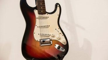Fender offre des cours de guitare en ligne
