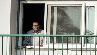 L'ancien dictateur égyptien Hosni Moubarak photographié à la fenêtre de sa chambre d'hôpital le 6 octobre 2016.