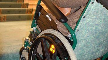 Aide aux handicapés.
