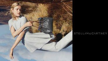 Stella McCartney a dévoilé sur son compte Twitter un premier visuel de sa campagne avec Natalia Vodianova.