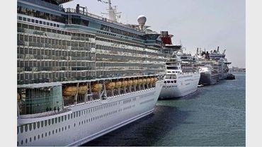 Le port de Bruxelles n'est pas encore équipé pour embarquer et débarquer des passagers de gros bateaux de tourisme (Illustration d'août 2011)