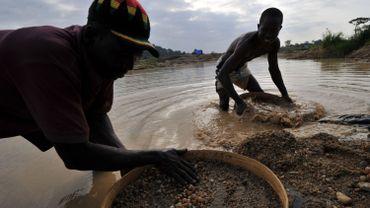 Prospecteur dans l'est du Serra Leone. Là où a été trouvé l'énorme diamant.
