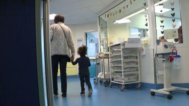 Certains parents précarisés voudraient prolonger le séjour à l'hôpital de leur enfant