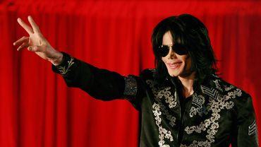 """La voix de Michael Jackson se reconnaît dans le choeur de """"Don't Matter To Me"""", un des titres du 5e album studio de Drake."""