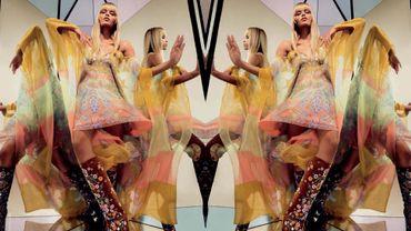 Natasha Poly dans la campagne printemps-été 2015 d'Emilio Pucci.