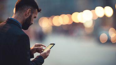 Le prix des appels téléphoniques ou l'envoi d'un SMS entre pays de l'UE sera plafonné, dès mercredi