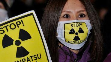 Une manifestante proteste contre Tepco, l'opérateur de la centrale, quelques jours après l'accident survenu à la centrale nucléaire de Fukushima, Tokyo le 30 mars 2011.
