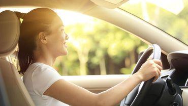 La présence parentale à bord du véhicule entraîne une plus grande prudence chez l'adolescent.