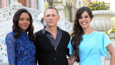 """Daniel Craig, interprète actuel de Bond, entouré des Bond girls de """"Skyfall"""", le 23e épisode de la série, attendu cet automne."""