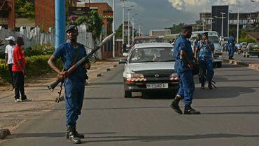La tension est palpable dans les rues de Bujumbura où les forces de l'ordre patrouillent en armement lourd.