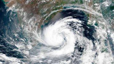 Le cyclone Amphan déferle sur l'Inde et le Bangladesh
