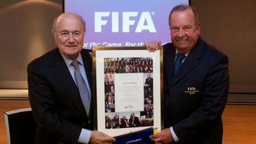 "Blatter salue son ""ami"" Michel D'Hooghe"