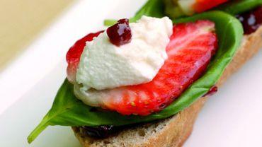 Recette : Tartines de fromage frais, fraises et basilic