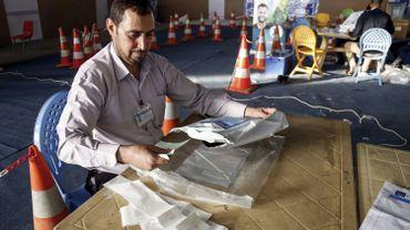 Irak: un incendie ravage le plus grand dépôt de bulletins de vote avant un décompte