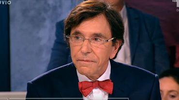"""Elio Di Rupo: """"10 millions de masques arrivent pour les hôpitaux et les généralistes"""""""