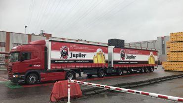 Un premier super camion sur les routes wallonnes entre Liège et Ollignies