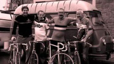 """Les cyclistes """"vintage"""" à Lustin"""