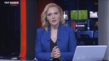 Tijen Karas, la journaliste contrainte de lire le communiqué des putschistes.