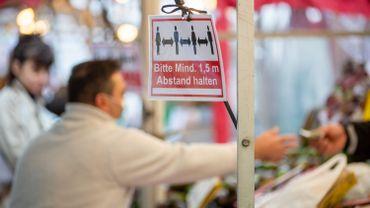 A Berlin, ce couvre-feu, qui concerne tous les magasins sauf les pharmacies et stations-service, sera en place au moins jusqu'au 31 octobre.