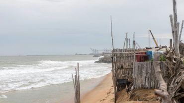 Huttes de pêcheurs sur la côte togolaise à Lomé, le 2 juin 2018