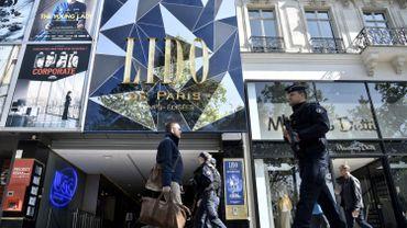 Paris: les professionnels du tourisme craignent les conséquences de l'attaque des Champs-Elysées