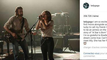 Sur le cliché publié sur Instagram, Lady Gaga apparaît sur scène, accompagnée par Bradley Cooper à la guitare