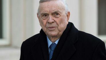 """Le Brésilien José Maria Marin, reconnu coupable à New York dans le scandale """"Fifagate"""", photographié en se rendant à son procès le 15 novembre 2017 à New York"""