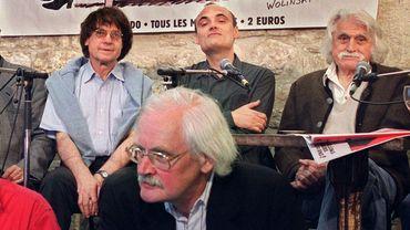 À l'avant plan, le dessinateur Willem. Derrière lui, Cabu (à gauche) est assis à côté de Philippe Val, ancien directeur de la publication de Charlie Hebdo.
