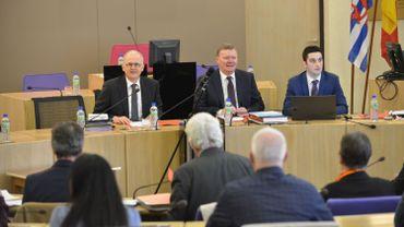 Après le rapport de l'administration et l'enquête judiciaire, le Gouverneur Olivier Schmitz a convoqué de nouvelles élections