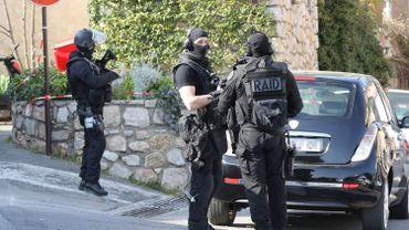 Fusillade dans un lycée en France: le tireur et un complice présumé inculpés
