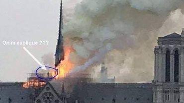 Non, ce n'est pas la silhouette d'un homme sur le toit de Notre-Dame en flammes