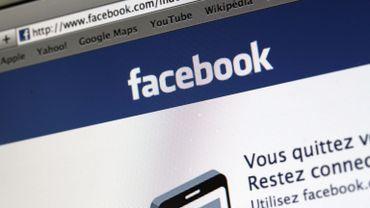 21 sites ont été fermés aux agents pendant les heures de travail. Parmi ceux-ci, on retrouve Facebook.