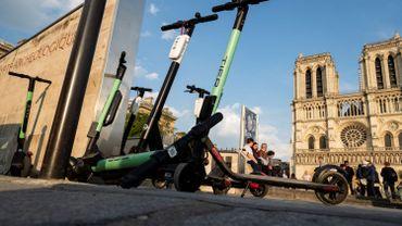 Trottinettes électriques: Paris prend des mesures contre le parking sauvage