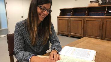 Laetizia Puccio a passé plus d'un an à éplucher les archives de la Ville de Chièvres
