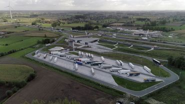 Un nouveau parking sécurisé pour poids lourds en Belgique