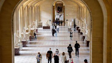 Le plus grand musée du monde, fermé pendant six mois, aura accueilli 2,7 millions de visiteurs en 2020, en comparaison avec les 9,6 millions de visiteurs en 2019 et le record absolu de 10,2 millions en 2018.