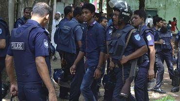 Des policiers bangladais interviennent lors de l'attaque terroriste perpétrée le 7 juillet dans le nord du pays, lors de l'Aïd el-Fitr.